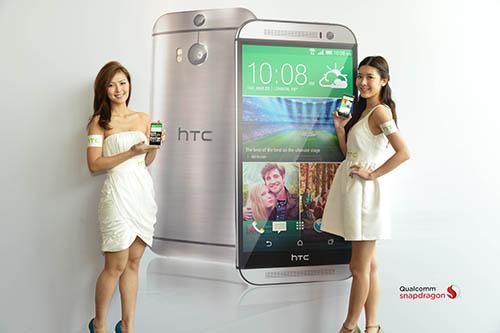 Rain and Jennifer with HTC One (M8)_1