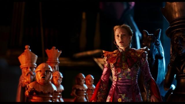 《愛麗絲夢遊仙境2:穿越魔鏡》Alice Through the Looking Glass, 尊尼特普(Johnny Depp), 安妮夏菲維(Anne Hathaway), 海倫娜寶咸卡特(Helena Bonham Carter), 華絲歌絲姬(Mia Wasikowska)
